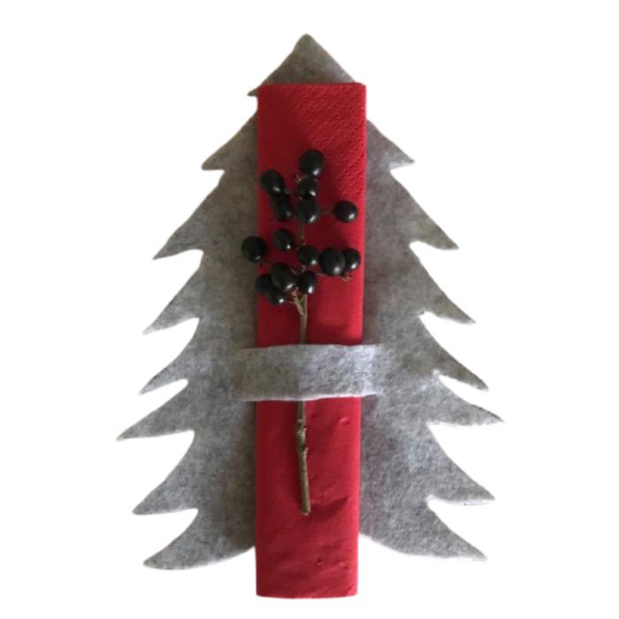 Dæk julebordet med disse flotte filtjuletræer. Juletræerne er håndklippet i 2 mm tykt filt. De er 19 cm høje og passer til frokost servietter.